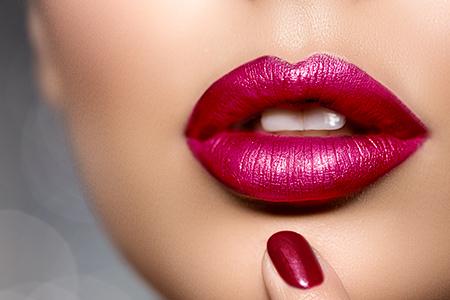TUTORIAL: Ce rujuri ne asigură un machiaj rezistent la sărut? Din 5 pași