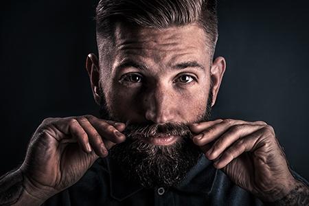 Movember I.: Învățăm bărbații cum să-și îngrijească mustățile (și sănătatea)