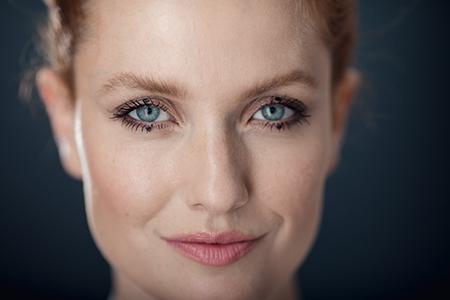 Beauty School prezintă - trendul machierii ochilor cu puncte de tuș