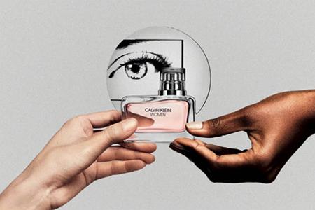 CALVIN KLEIN WOMEN: parfumul feminin inspirat de femei